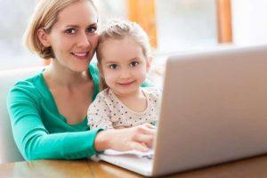 mother_daughter_using_laptop_5_h